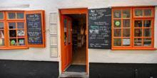 shop front view of Caffi Iechyd Da